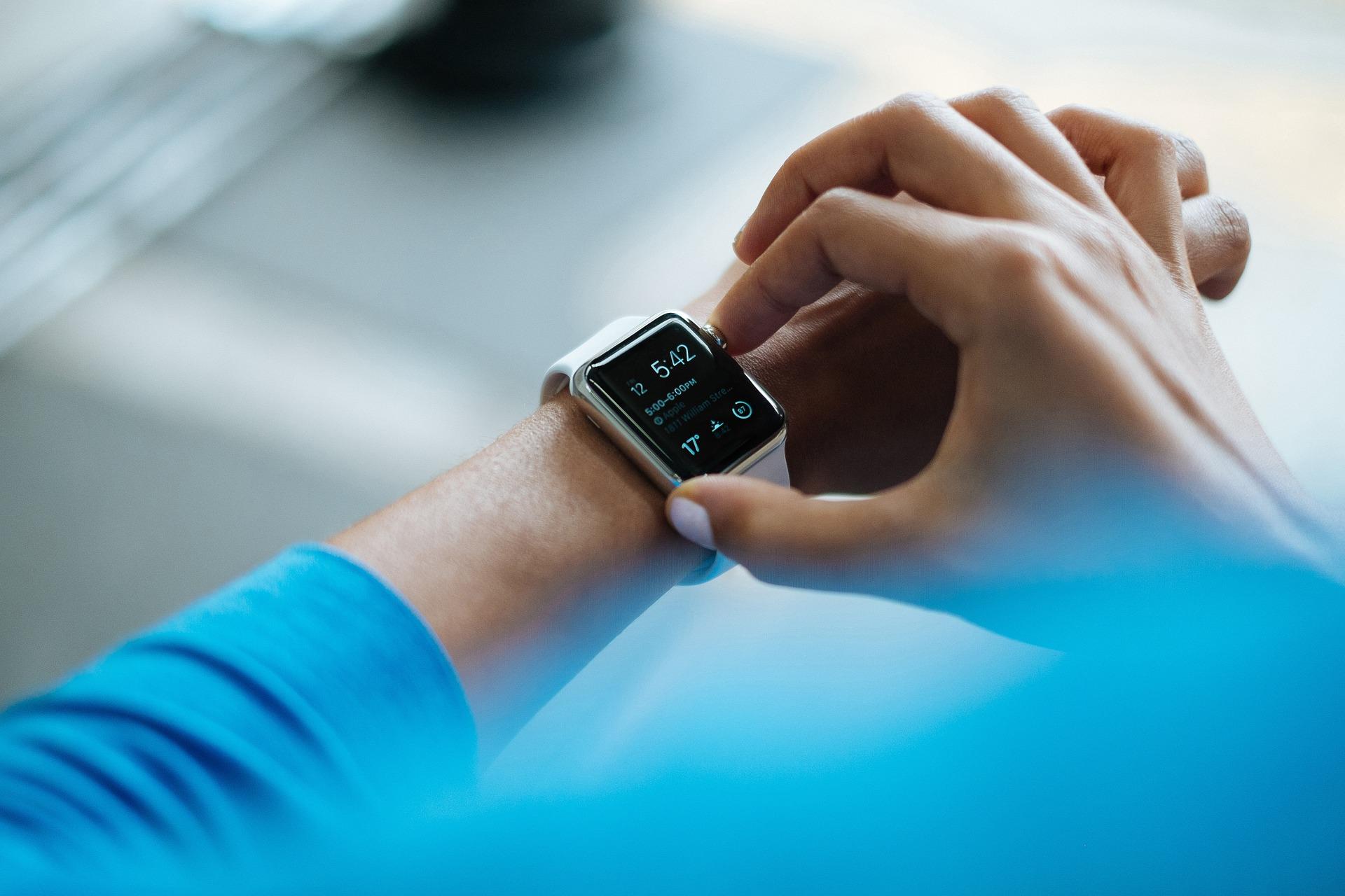 smartwatch-828786_1920.jpg